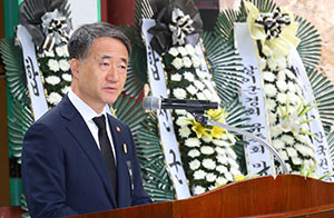 Minister Park Attends 74th Memorial Service for Korean Atomic Bomb Victims